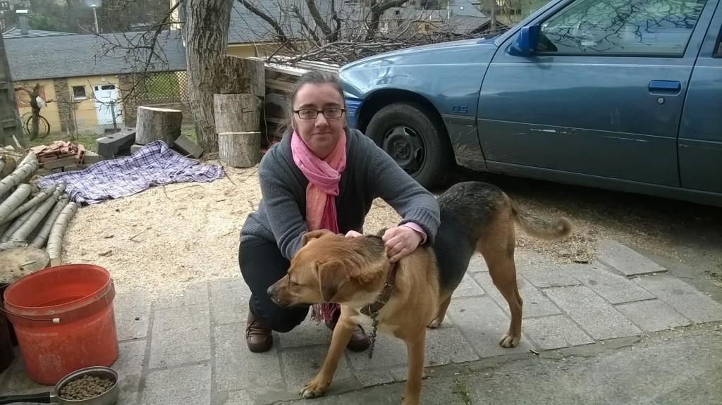 Elena Bilbao, la propietaria de Esmeralda ya en su casa en Toral de Merayo