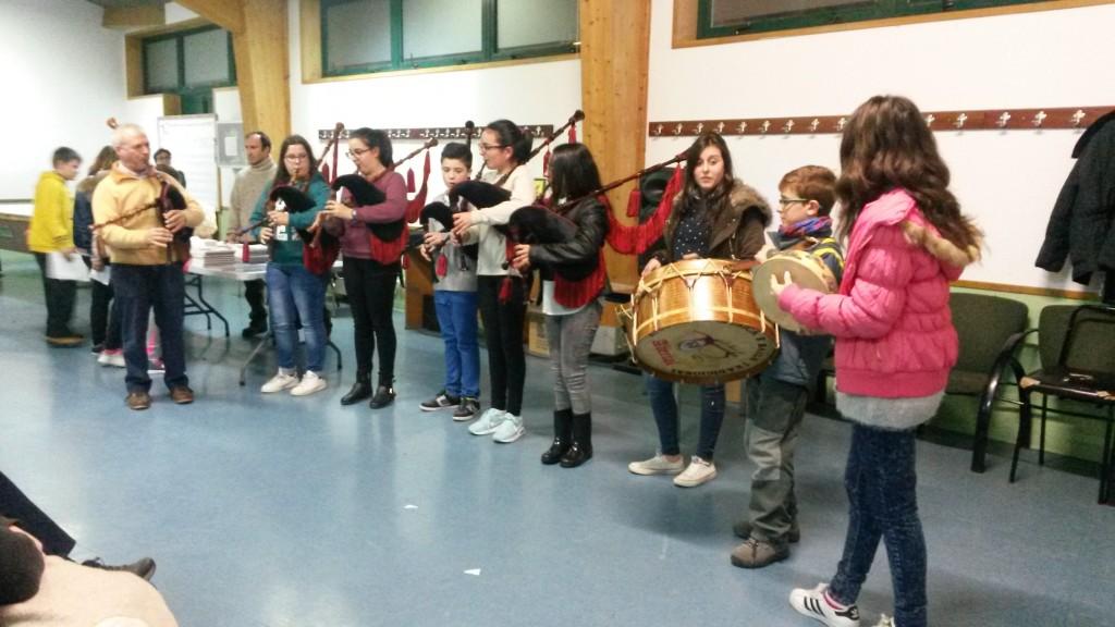 Escolares en el homenaje de Rosalía