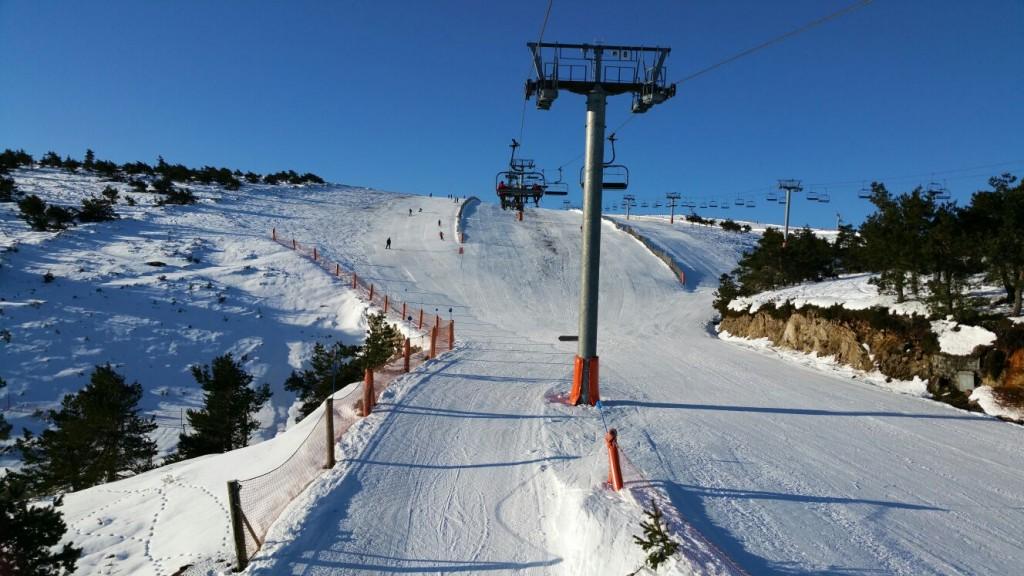 Estación de montaña de Manzaneda el domingo