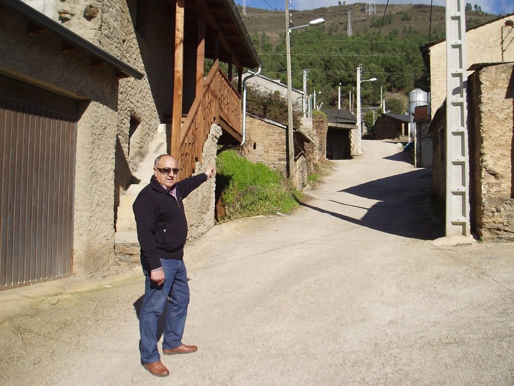 Evaristo Rodríguez González  muestra uno de los barrios con esacasa presión, As Covas