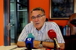 Foto de archivo de Alfredo García en su despacho en el Ayuntamiento de O Barco