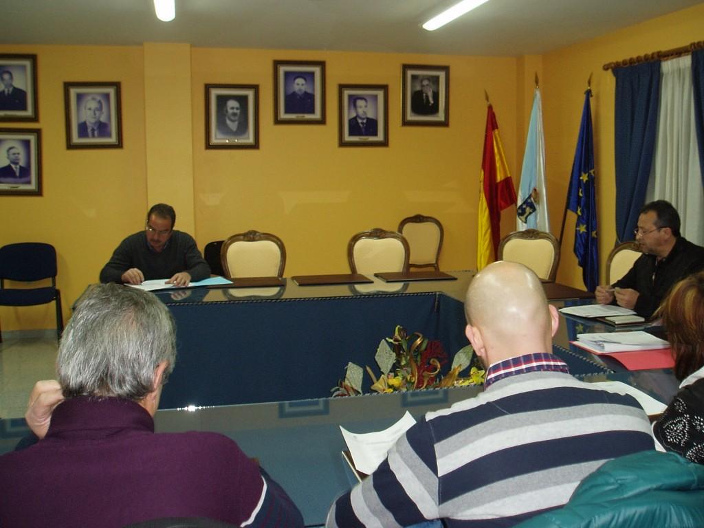 Las sillas vacías del PP en el pleno de Vilamartín