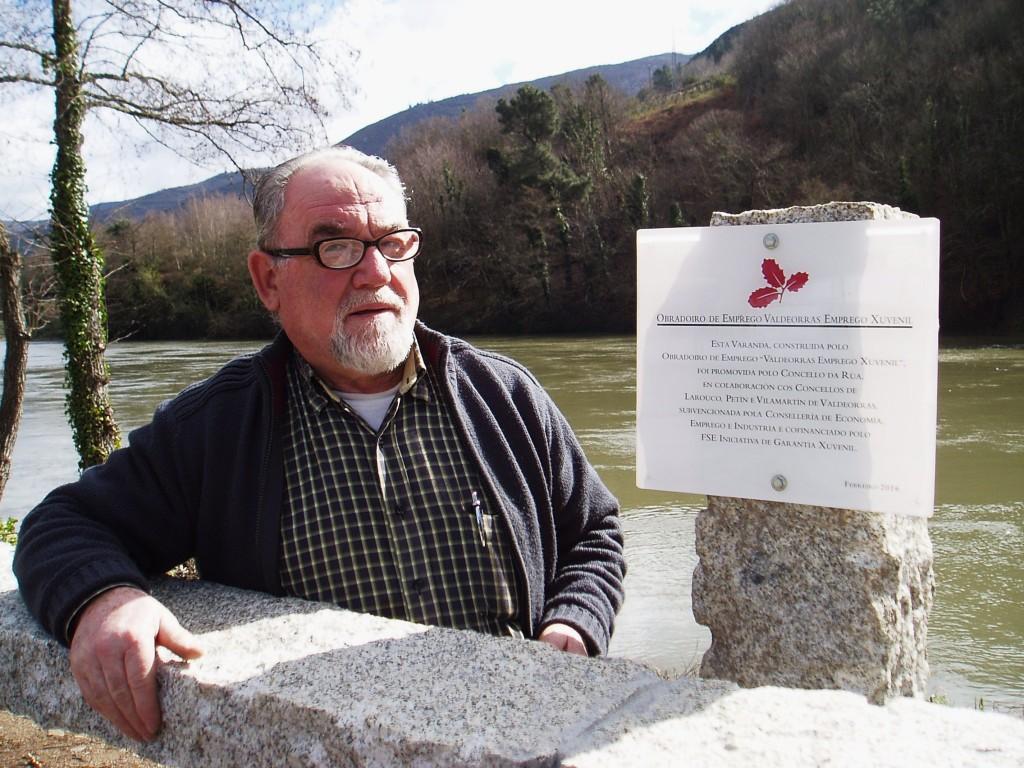 Lisardo González Ferreiro, profesor de albañilería del Obradoiro de Emprego Valdeorras, en el área de Vilamartín
