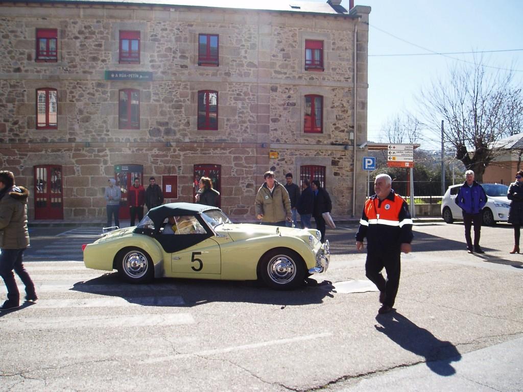 Llegada de uno de los coches a A Rúa