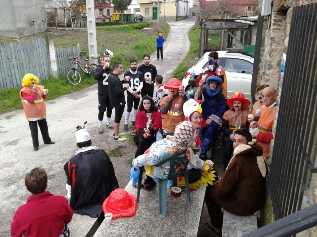 Los vecinos participantes en el Entroido de Freixido