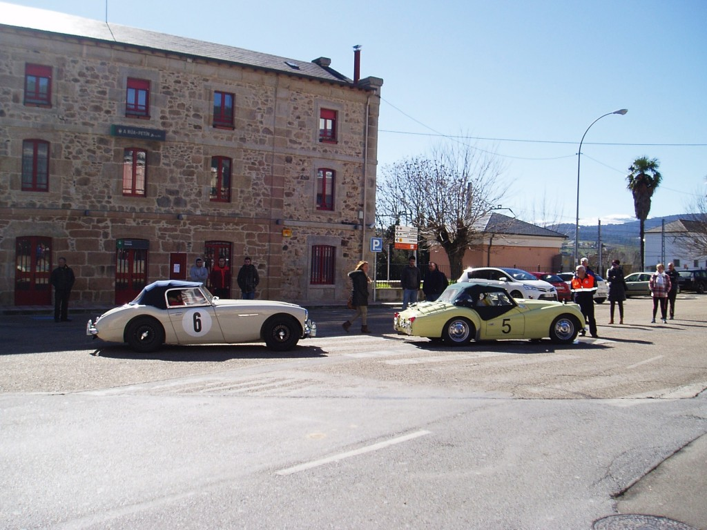 Momento de llegada de los coches a A Rúa