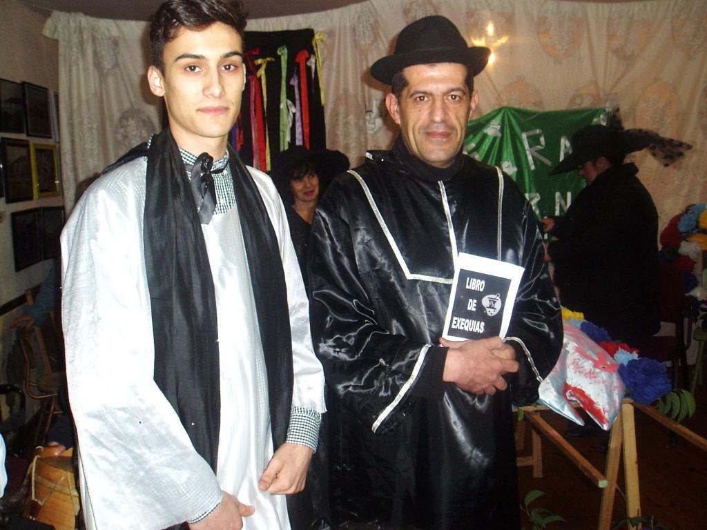 Sacerdote y monaguillo (de A Ruada)