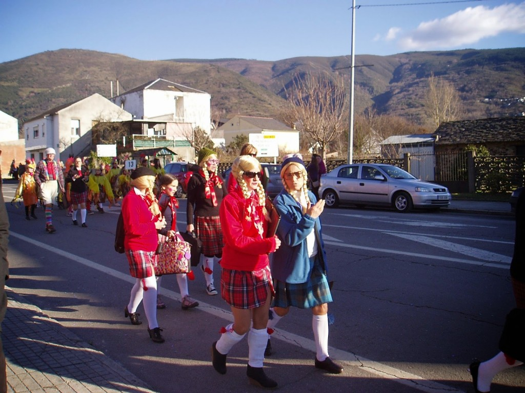 Una pequeña comparsa en el desfile de 2015