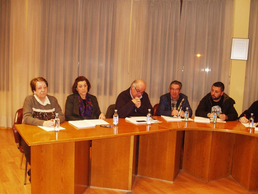 Avelino García Ferradal con el grupo municipal del PP durante su intervención