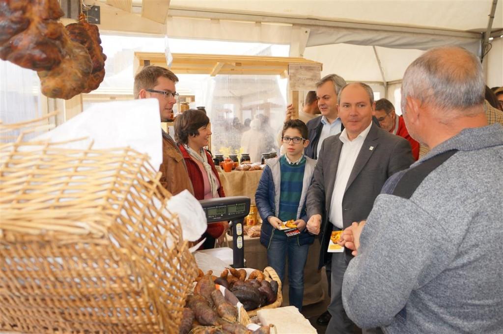 El alcalde de Chaves en la Feria Sabores-Folar