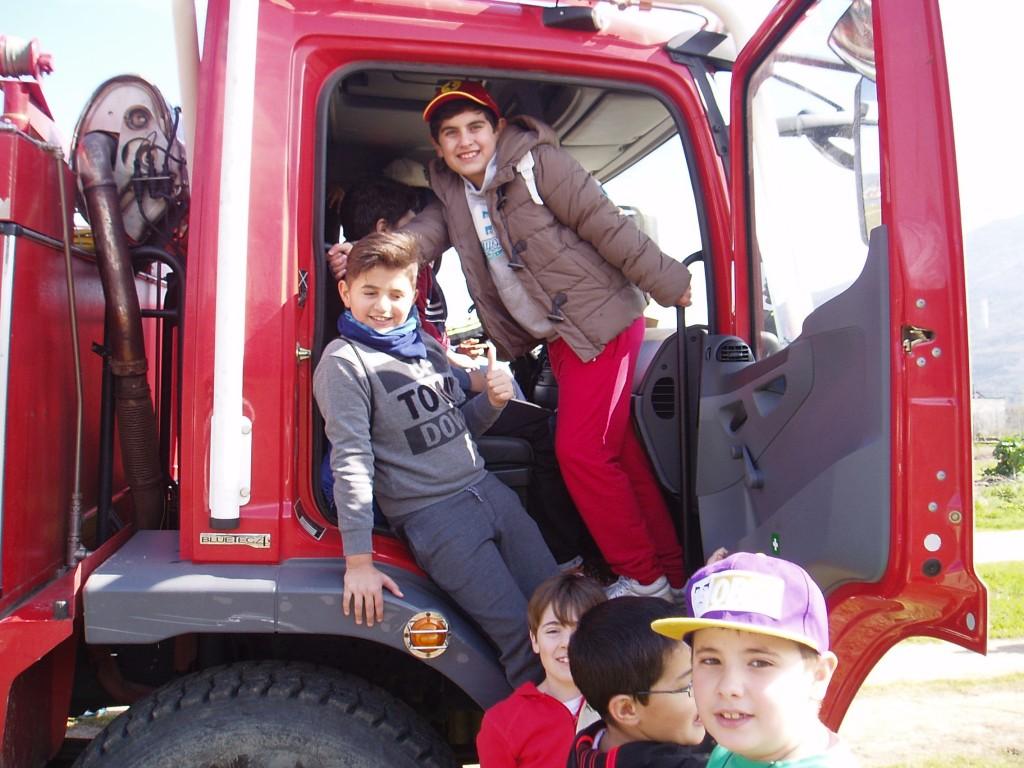 El camión del distrito 13 fue tomado por los niños
