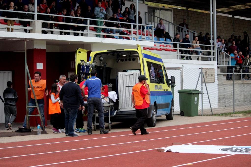 """La ambulancia hizo acto de presencia tras la lesión de Dani """"Chimpín"""""""