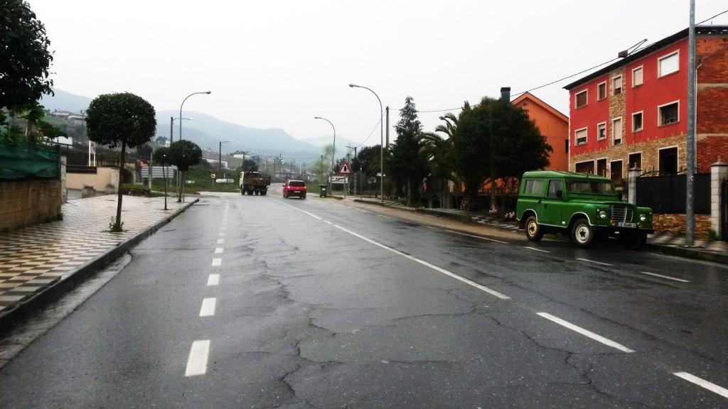 La Avenida del Bierzo de O Barco en el tramo cercano al enlace con  la N-120