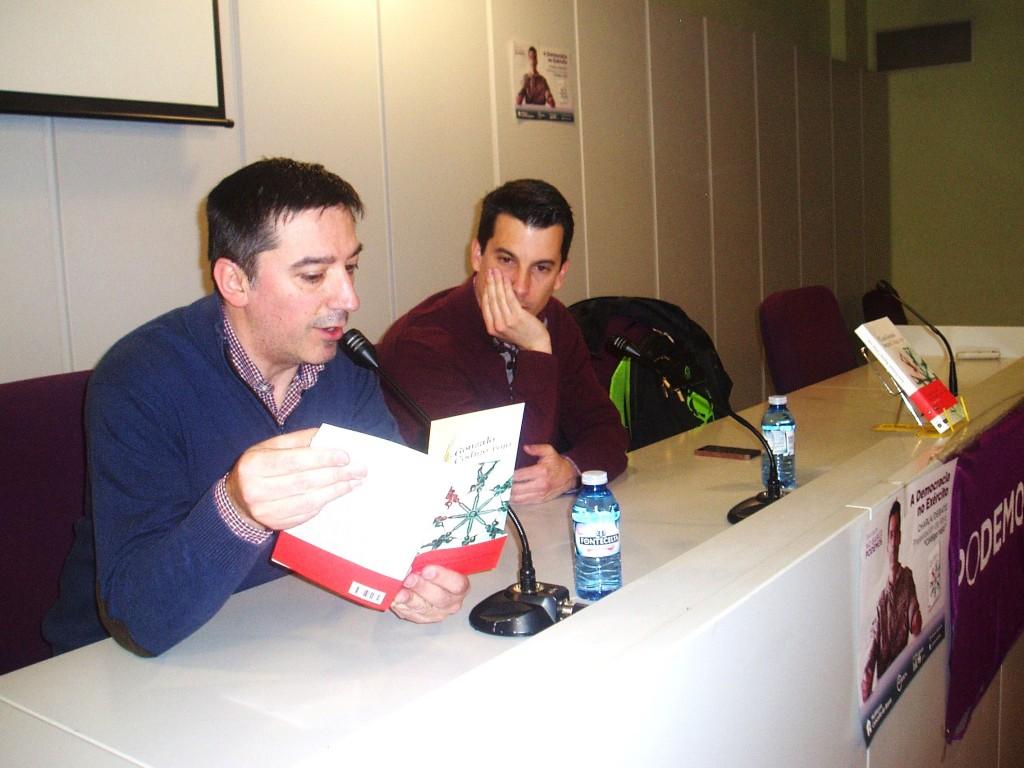 Luis Gonzalo Segura, a la derecha