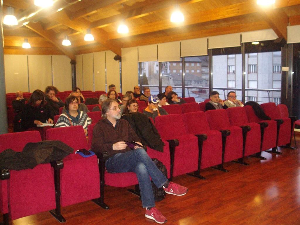 Público en el debate-presentación del libro