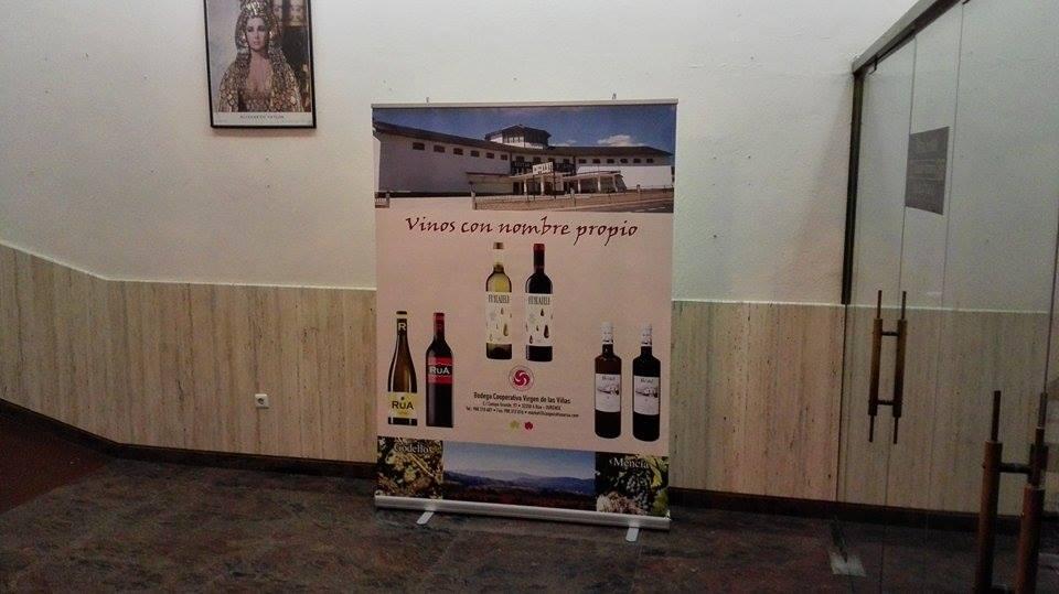 Panel de vinos de la cooperativa de A Rúa durante el acto de celebración de su 50 aniversario