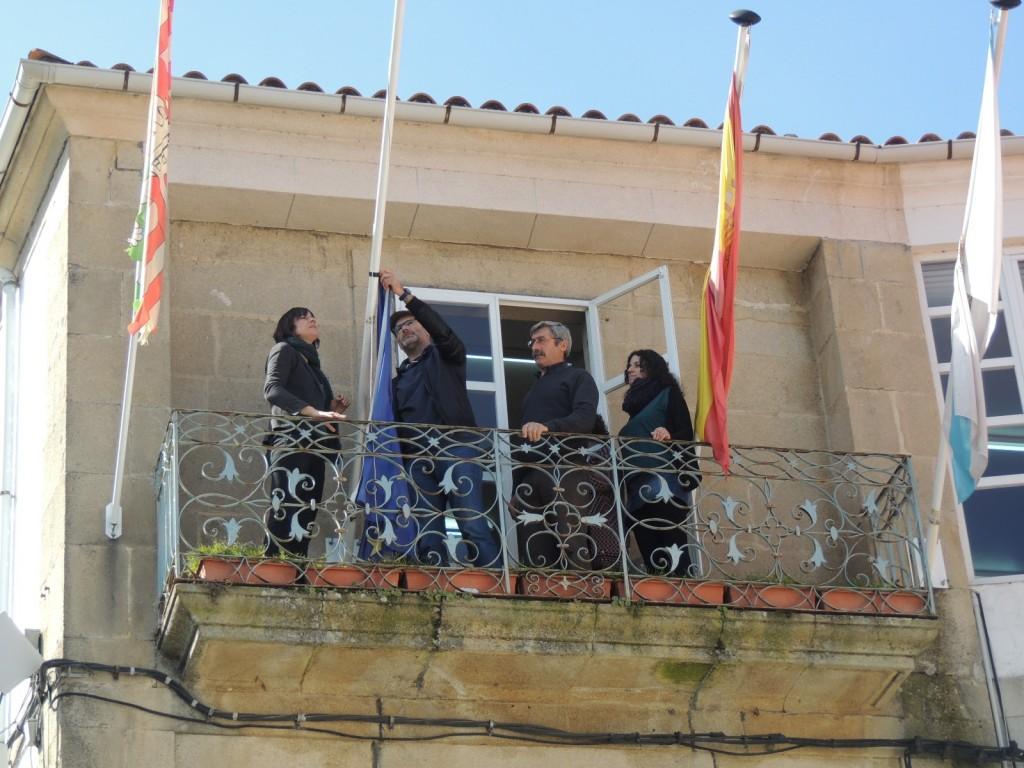 Viana do Bolo arria bandeira UE