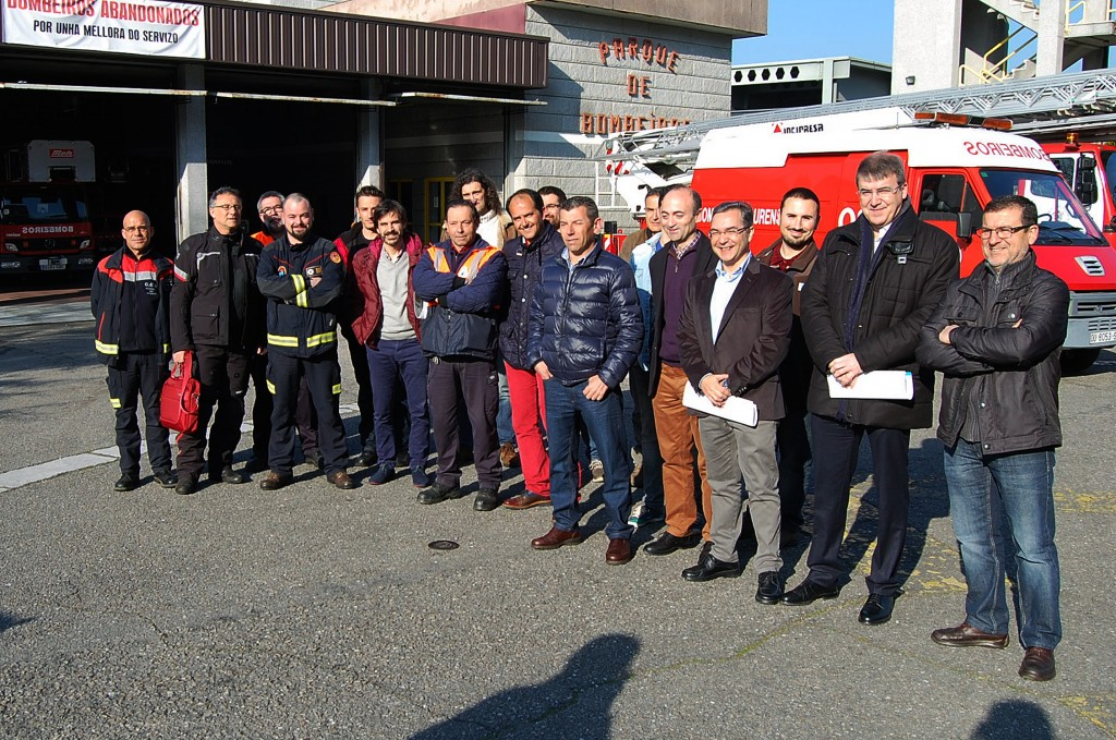 El director general de Emergencias e Interior, Luis Menor, visitó hoy el Parque Municipal de Bomberos de Ourense, donde presidió una reunión de coordinación de los efectivos encargadas de la prevención y lucha contra los incendios forestales