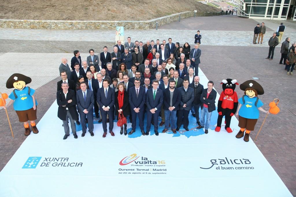 El titular de la Xunta recibió esta tarde los alcaldes de los ayuntamientos gallegos por los que transcurren las distintas etapas de la Vuelta Ciclista a España 2016