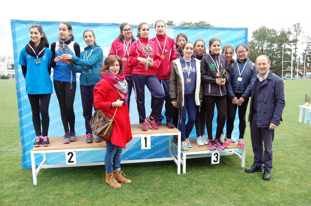 La delegada territorial de la Xunta en Ourense participó ayer en la entrega de trofeos del campeonato provincial de Campo a través, en Pereiro de Aguiar
