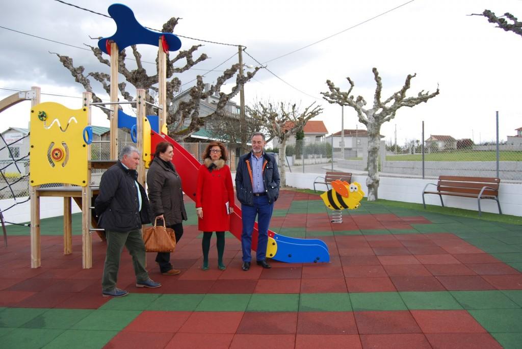 A delegada territorial da Xunta en Ourense, Marisol Díaz Mouteira, e o alcalde de San Cibrao das Viñas, Pedro Fernández Moreiras, visitaron as obras levadas a cabo neste concello ourensán