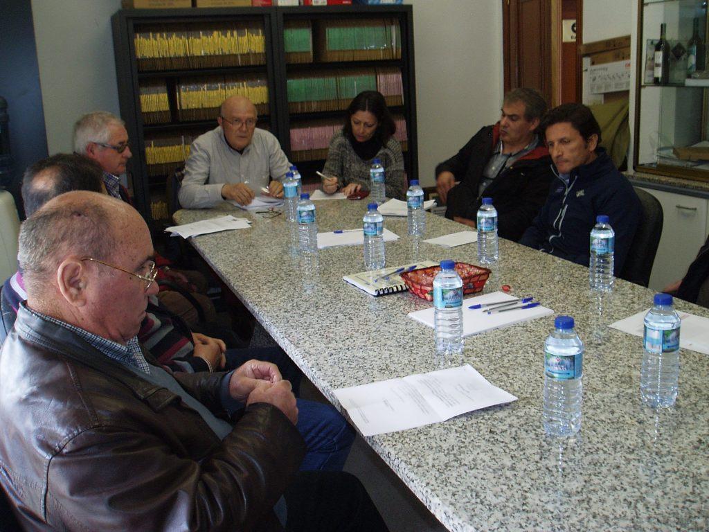 Francisco García Álvarez y los vocales en el pleno del Consello Regulador