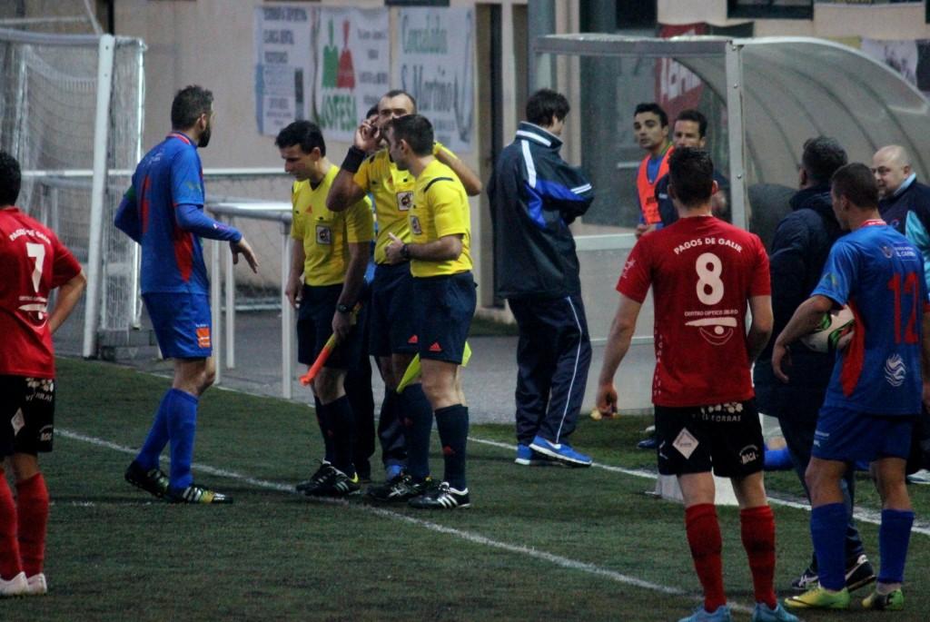 El colegiado Novas Benavides no pudo terminar el encuentro por una lesión