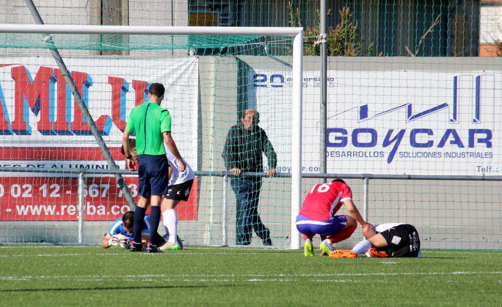 Macía y Pablo Corzo en el suelo tras el choque entre ambos