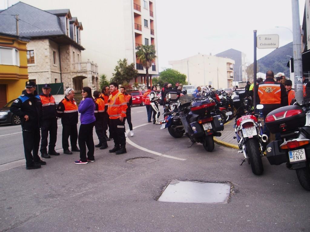 La alcaldesa María Albert, la Policía Local de A Rúa y Protección Civil de A Rúa
