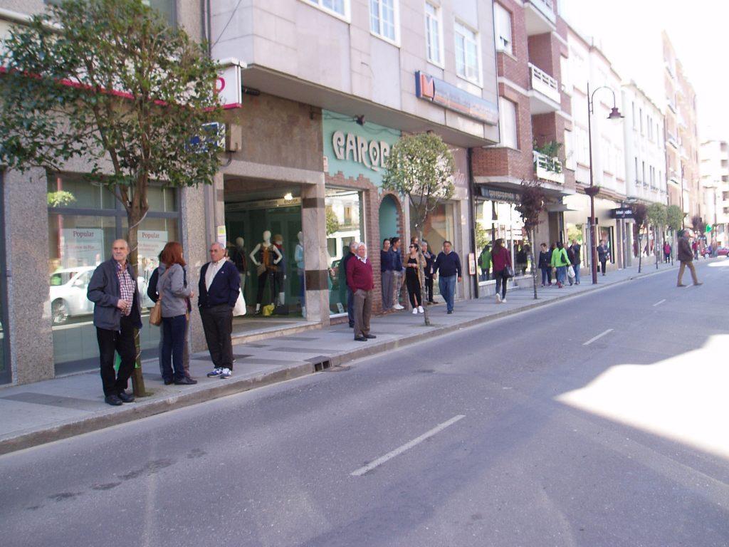 Público que pasaba por la calle
