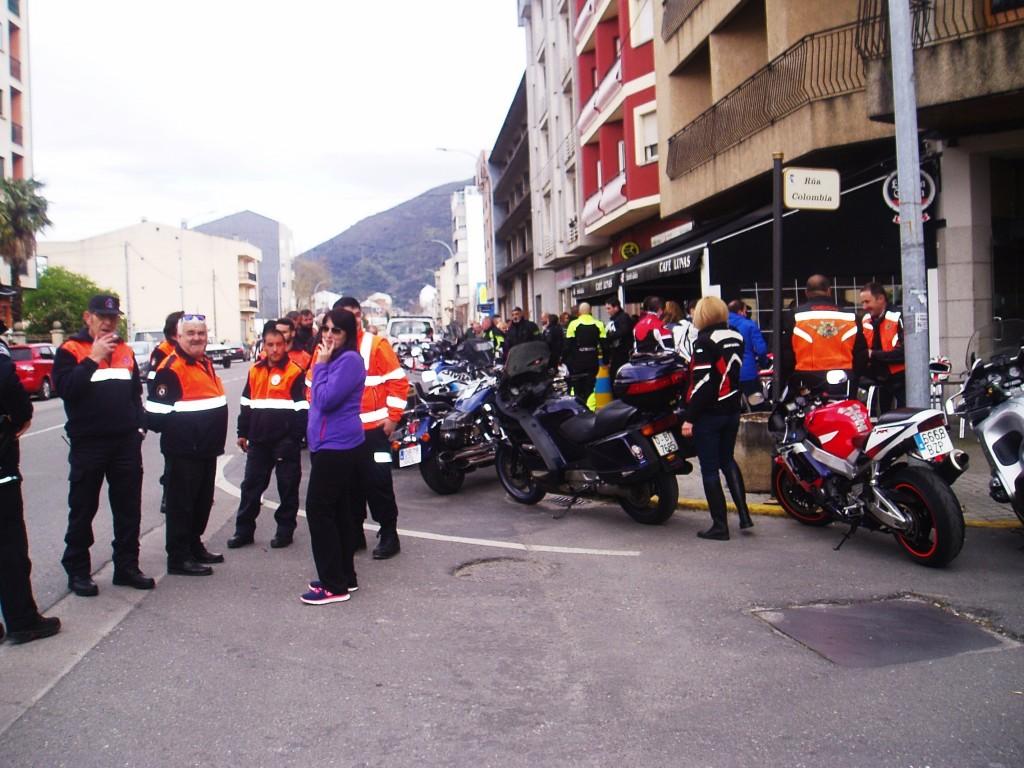 Protección Civil de A Rua con la alcaldesa en la concentración de motos de A Rúa