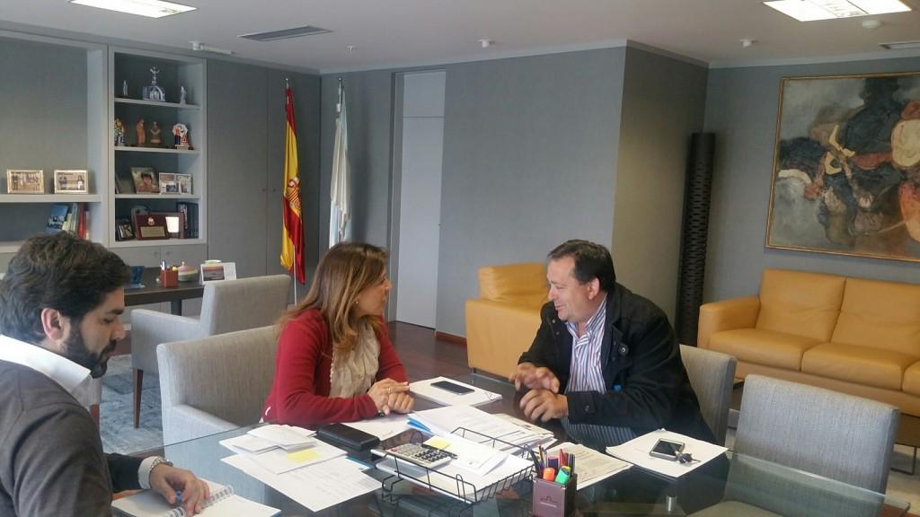 La conselleira de Medio Ambiente y Ordenación del Territorio, Beatriz Mato, se reunió hoy con el alcalde de la localidad, Joaquín Bautista Prieto