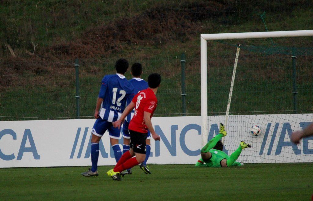 Gol de David Álvarez ante el Fabril