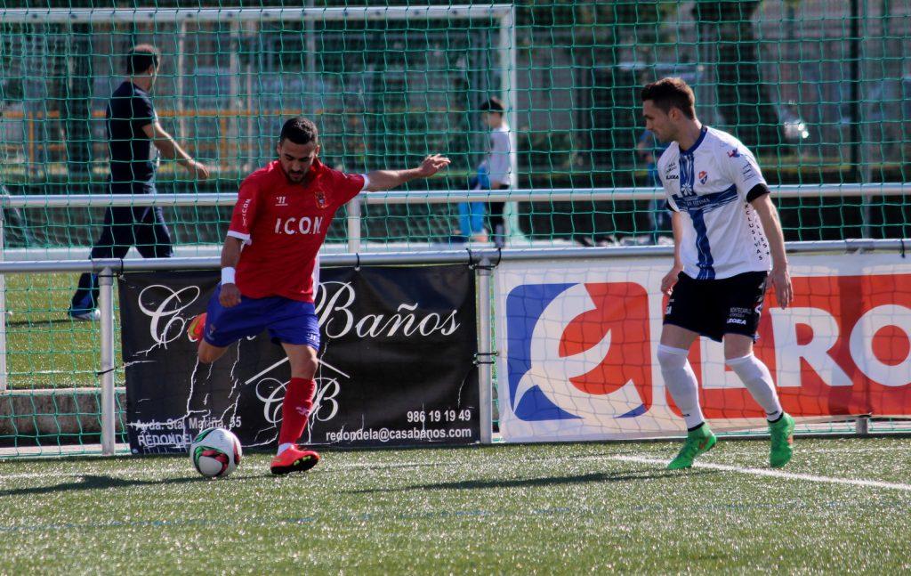 Borja defiende una jugada ante el Choco