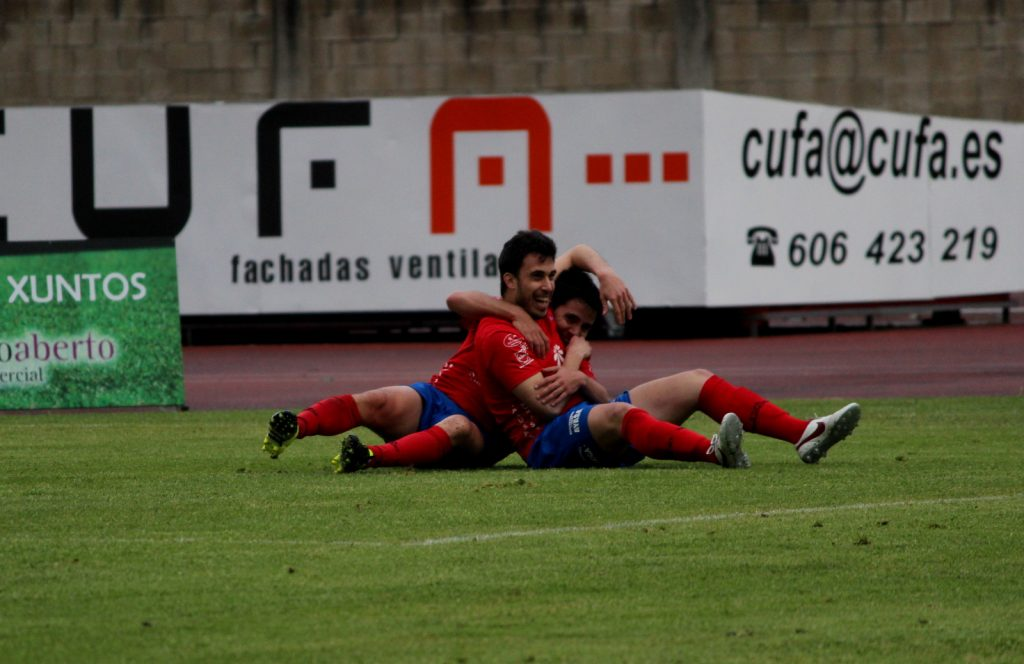 Adri Ramos y David Álvarez celebran el 3 a 1