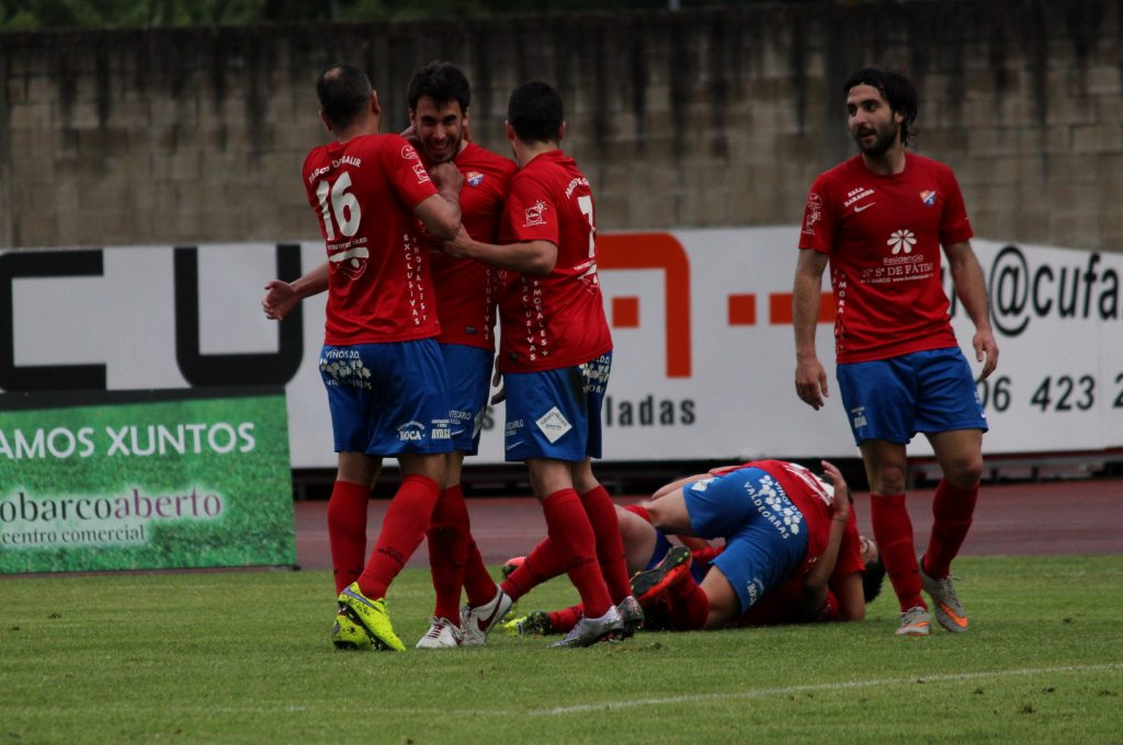 Los jugadores del Barco celebran el último gol de la temporada en Calabagueiros