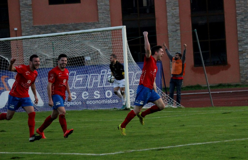 Borja celebra un gol clave ante el Boiro