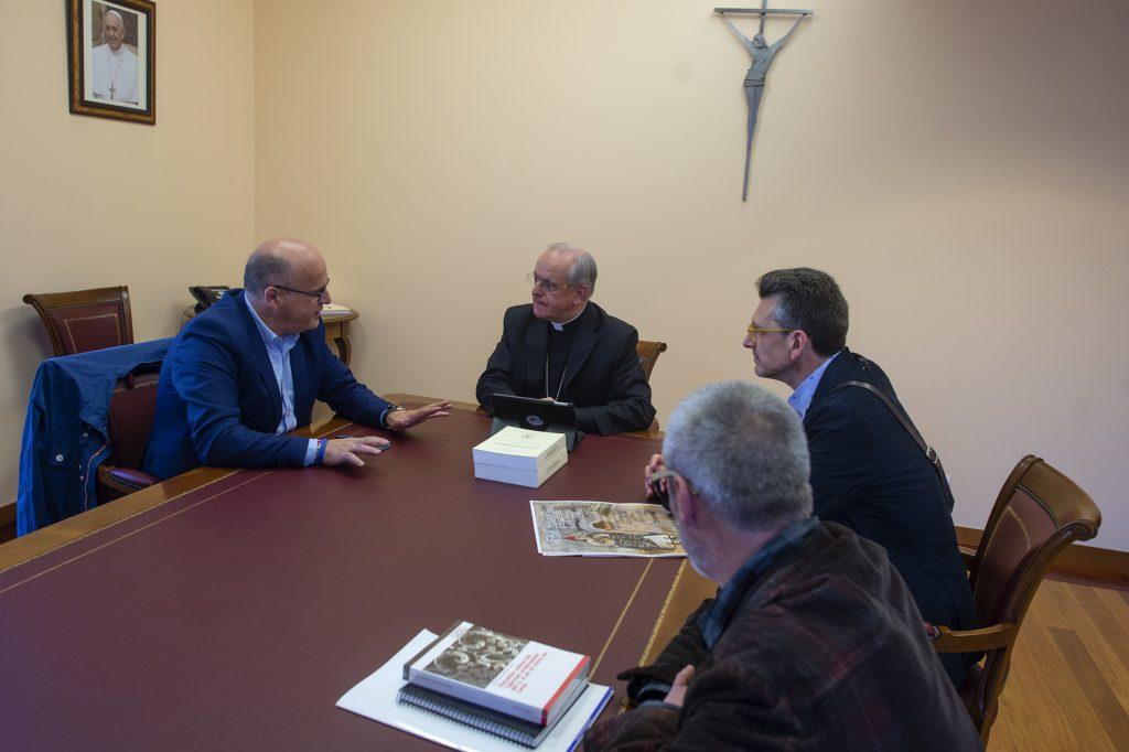 Manuel Baltar, na reunión que mantivo co bispo de Ourense, Leonardo Lemos.