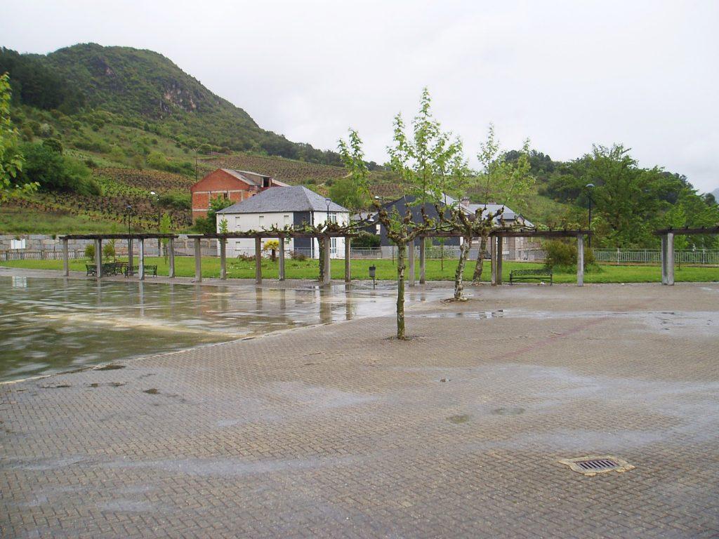 Plaza cuyos jardines  serán acondicionados