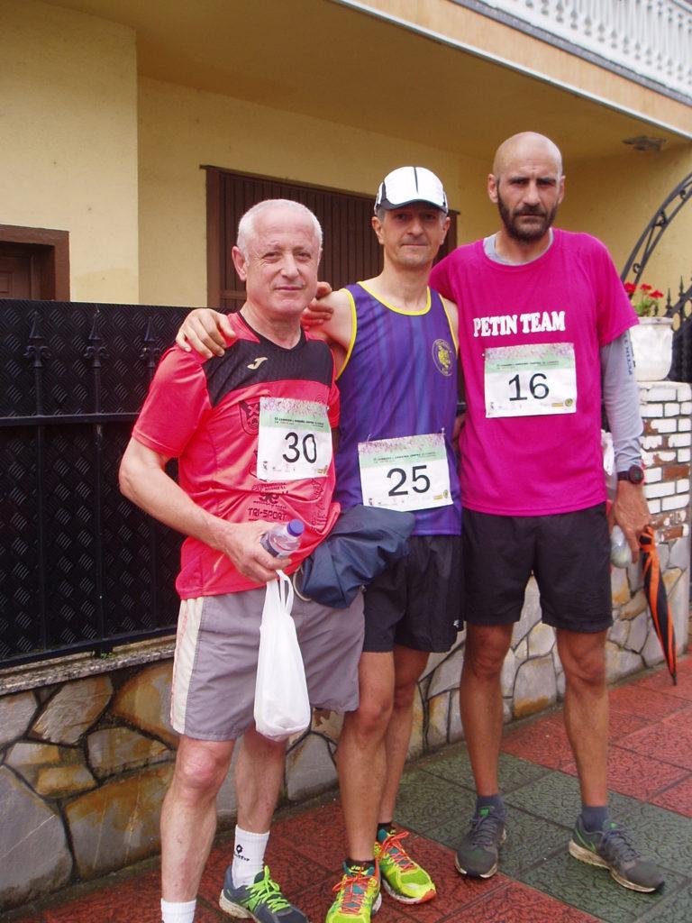 Tres participantes en la carrera