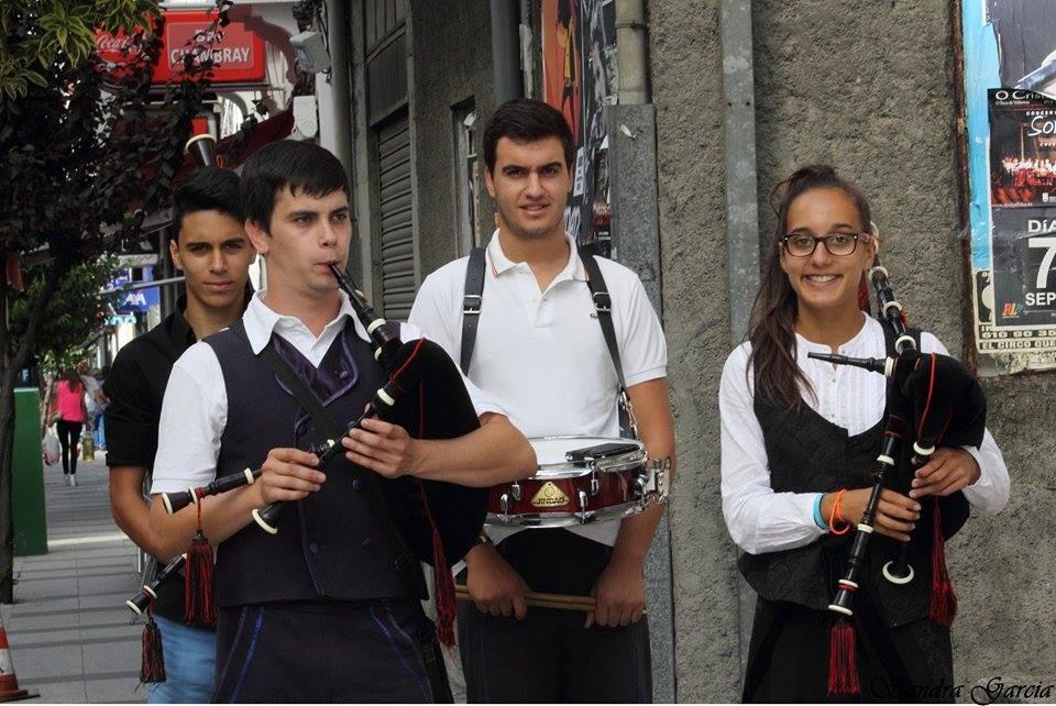 Celtas Largos durante una actuación en O Barco