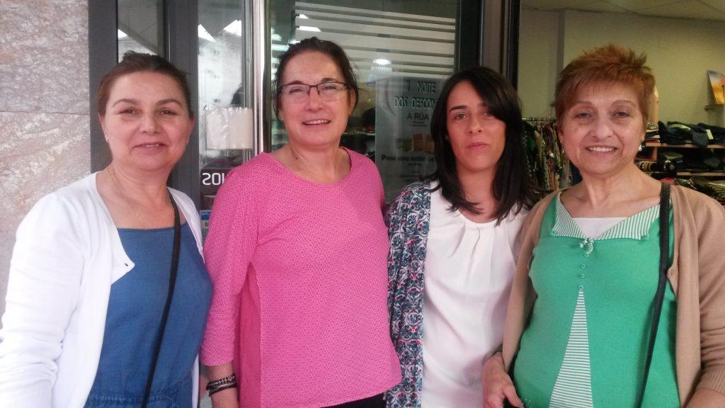 Amalia de Fíos con clientas