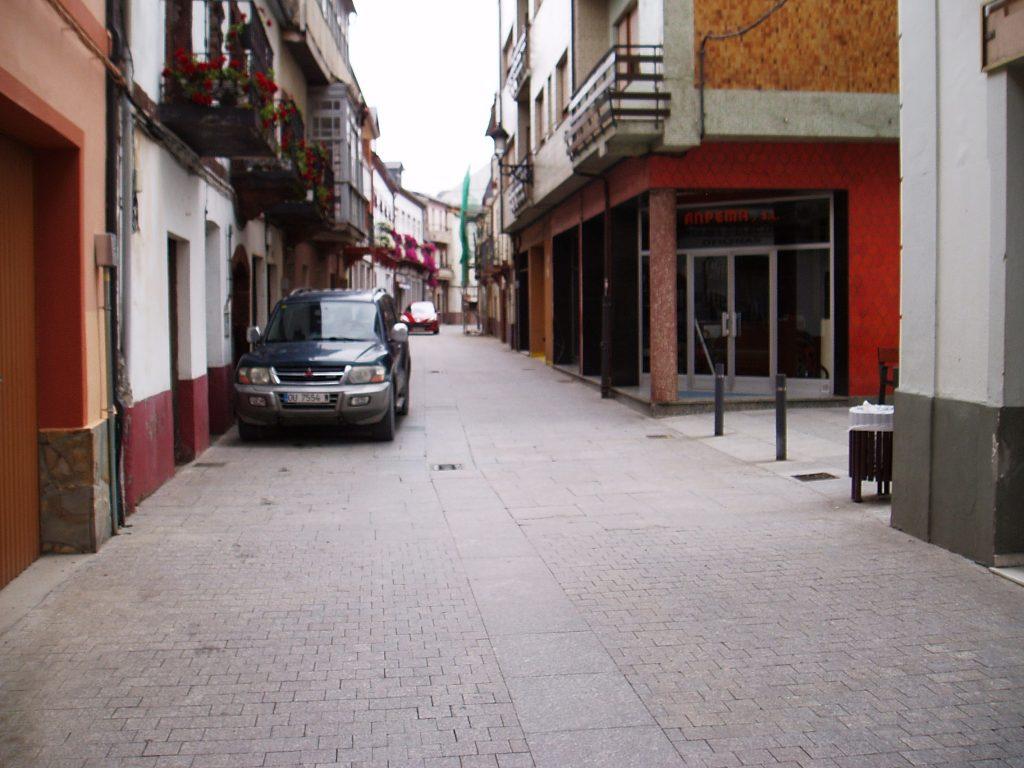 Calle Real número 20 de O Barco, donde está Anpema