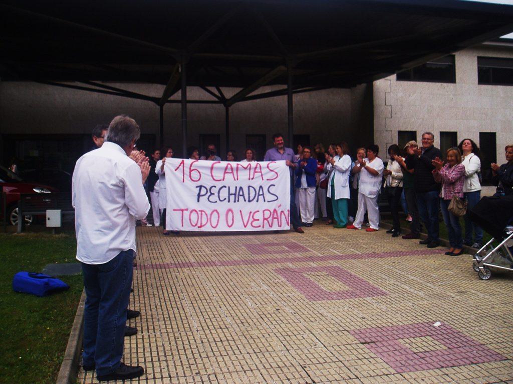 Concentración a la puerta del Hospital Comarcal Valdeorras