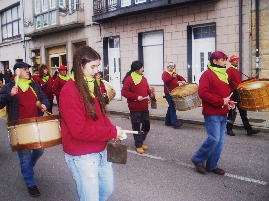 Desfilando por Vilamartín durante el Entroido