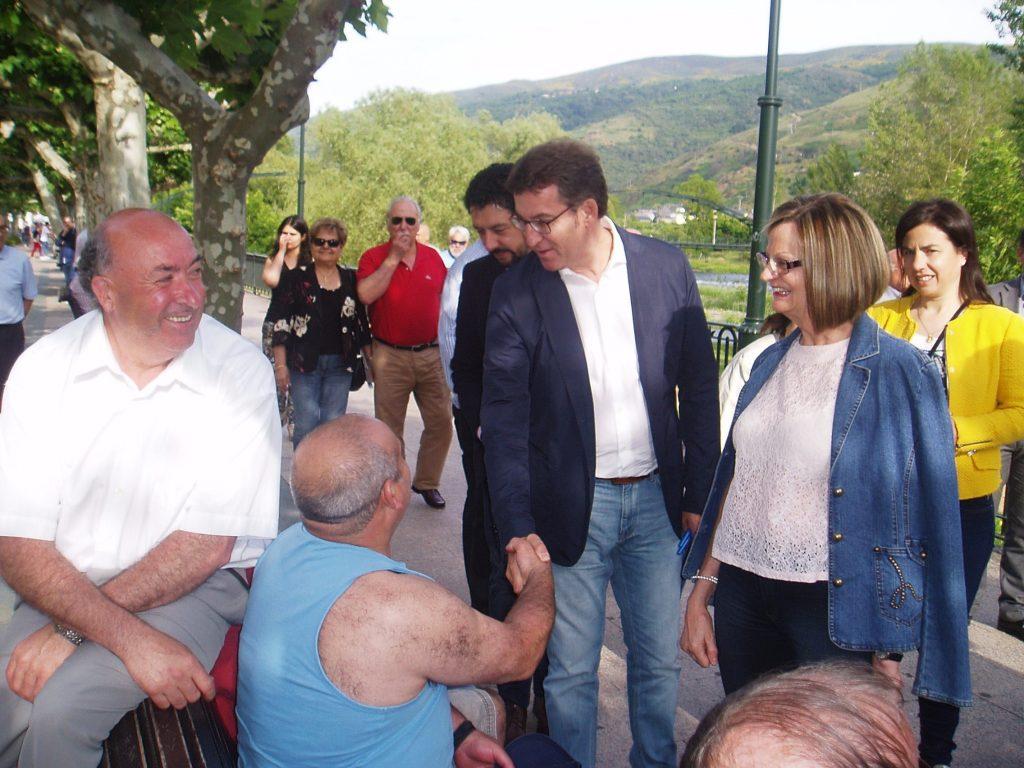 En O Barco saludando y junto a la alcaldesa de Carballeda