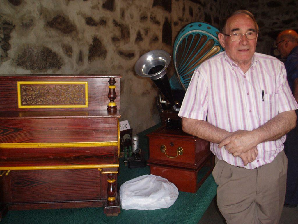 Ignacio Rodríguez, propietario de las radios antiguas