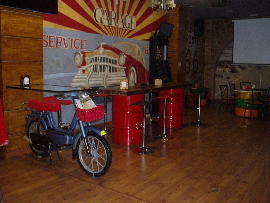 Interior del Café Route 66 de A Rúa