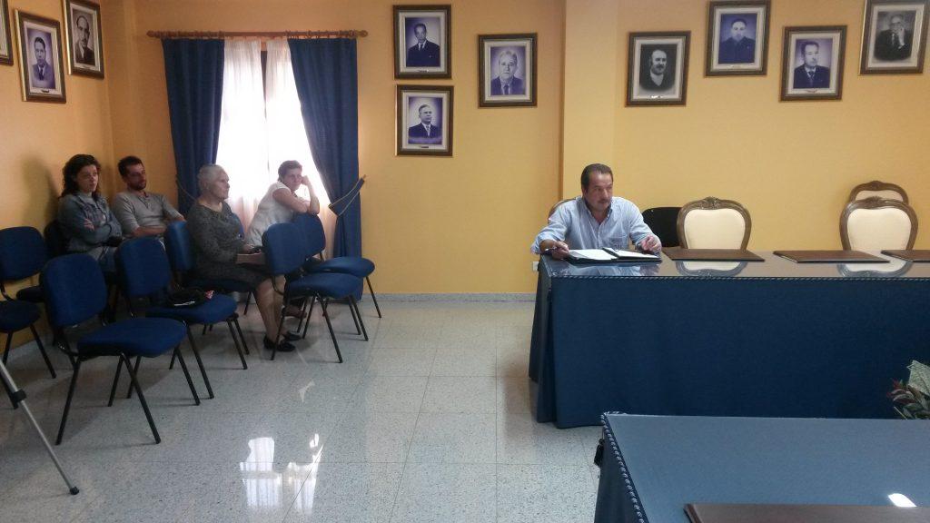José Pinto exponiendo su moción