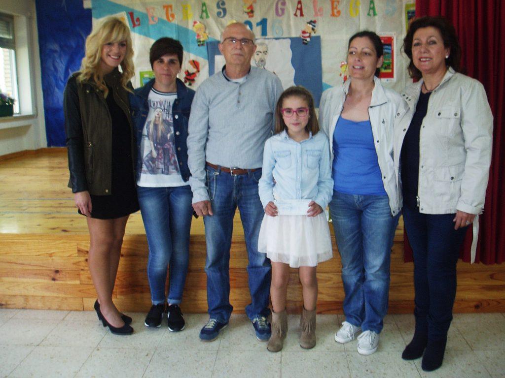 La ganadora con profesores, el presidente del Consello Regulador y la secretaria del Consello